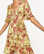 Vestido de Zara (25,99 €)