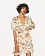 Vestido de Zara (39,99 €)